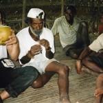 Salotto con gli adulti-Villaggio di Kambaramba-PNG